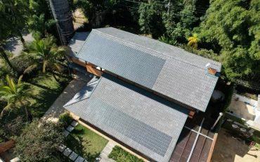 Empresa começou a comercializar a 1ª telha de concreto com painel solar do Brasil