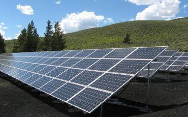 Medo de apagão e da conta de luz gera corrida por placas solares